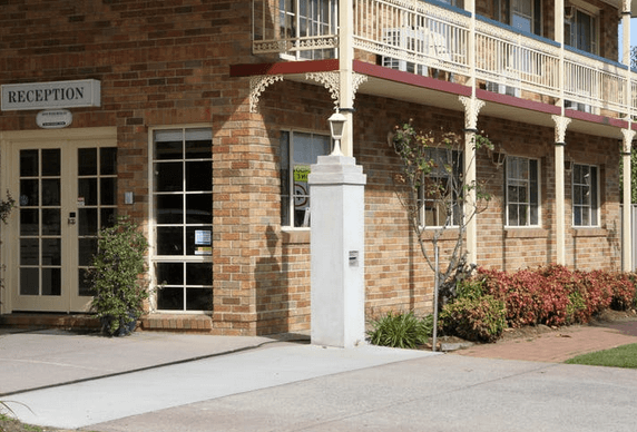 Grand Manor Motor Inn – Queanbeyan   Pet friendly accommodation ACT & Snowy Mountains