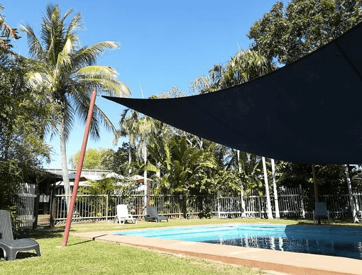 Lazy Lizard Tavern and Caravan Park  | The Best Dog friendly road trips NT - Dog friendly holiday ideas Northern Territory