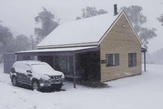 Top of the range Jindabyne   Pet friendly accommodation ACT & Snowy Mountains